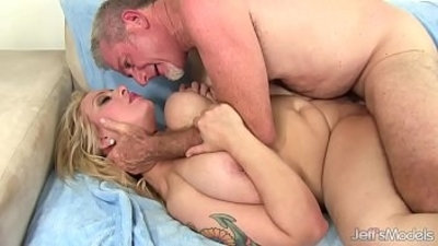 Big Boobed Plumper Sinful Samia Sucks Cock Then Takes It Up Her Pussy