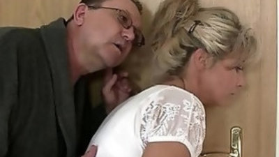 Holy shit! Family threesome with girlfriend!!