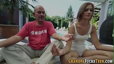 Whore gets cummed by oldy